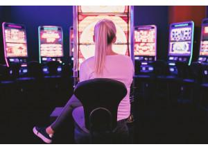 Consum i autonomies creuaran la llista d'addictes al joc en línia i presencial