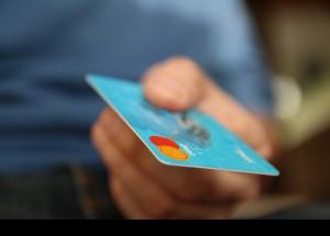Consumo aconseja evitar los créditos rápidos durante las rebajas