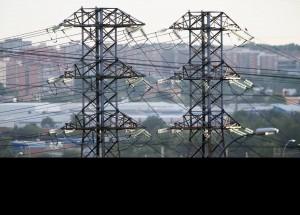 Partidos y consumidores exigen que se mantenga el bono social eléctrico