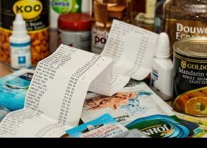 Gastem menys en aliments per a pagar més en llum