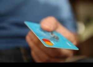 La recuperación y el empleo disparan las compras con tarjeta de crédito