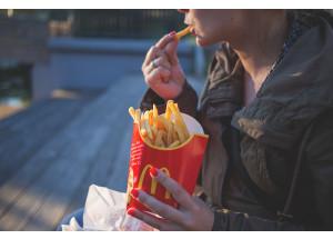 Consum vol limitar la publicitat del menjar porqueria en *Youtube i les xarxes socials